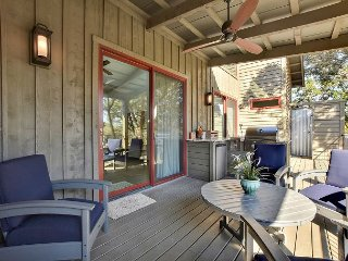 2BR Reserve at Lake Travis Cabin w/ Outdoor Living – Near Shopping & Dining