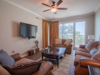 Comfortable Master Suite w/ Balcony Views, WiFi, Mini Golf, Resort Pool & Gym