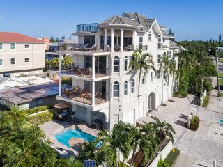 Admirals Watch - Stunning Beachfront 3/3 with Panaromic Views of Siesta Beach