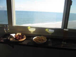 OCEAN FRONT, BEACH FRONT, STUNNING VIEWS, 2 Br/2 Ba MODERN LUXRY CONDO SLEEPS 8