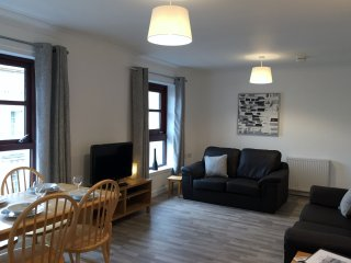 Greyfriars 2 Bedroom Apartment - Merchant City with Parking