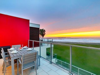 Oceanfront Modern Condo, Steps from Sand, Surf, Dining & More