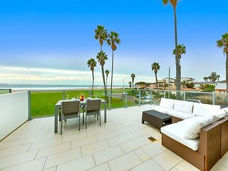 15% OFF MAY - Beachfront w/ Spectacular Ocean Views, Walk to Shops & More