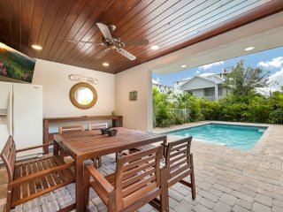 The Nautilus - 8BR/6BA Private Home, Heated Pool, Private Cabana, Walk to Beach