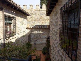 Casa toledana en Puerta de Bisagra. Casco historico.