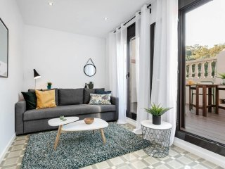 Stylish 1 bed flat with balcony in Montjuic