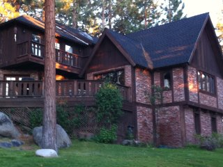 Zephyr Cove Chateau -Access to Skyland Private Beach, Pool Table, Foosball Table