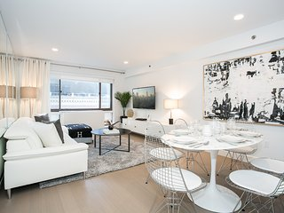 Contemporary 2 Bed in High-end building in Midtown near Times Square