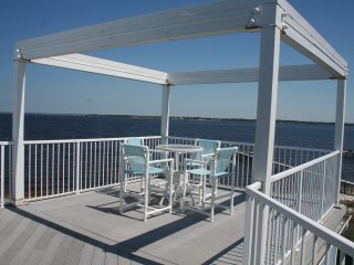 Amazing Roof Top Deck - Great Sunset Views - Sleeps 10 and sits on the Bay