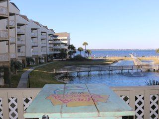 A1- Beachy Decorated Condo- Steps to the Bay