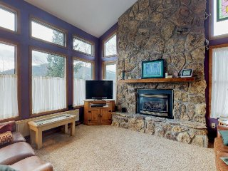 Spacious family-friendly home with mountain views and a prime location