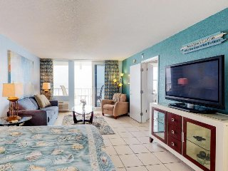 Cozy beachfront condo with shared pool, hot tub, game room, and gym