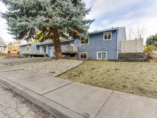Family-friendly remodeled home, easy walk to lake, hiking, parks and downtown