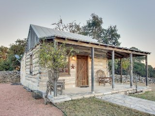 Quaint Hill Country cabin near creek - enjoy a romantic getaway or solo retreat!
