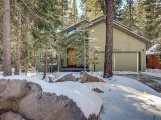 Comfortable cabin w/ shared pool & hot tub - on-site golf, near skiing and lake!