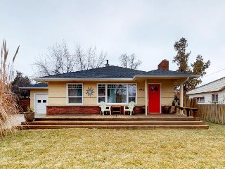 Cute dog-friendly bungalow with private hot tub, outdoor firepit, patio, & more!