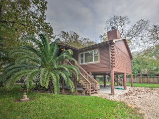 Spacious Kemah Clear Lake Home w/Porch & Fire Pit!