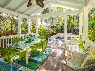 Lovely dog-friendly home w/ mother-in-law cottage - great location, private pool