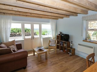 FIELD COTTAGE, king-size, romantic, pet friendly, panoramic views, near Staithes