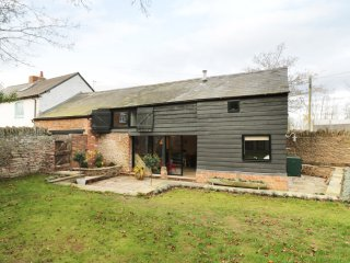 THE HAYLOFT, breakfast bar, wood burner, in Ross-on-Wye, Ref. 953743