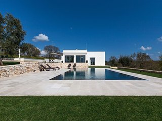 362 Modern Villa with Pool in Ostuni