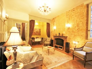 YOUR PRIVATE HIDEWAY IN THE MEDIEVAL SARLAT -  IDEAL FOR 4, LUXUOUS FOR 2