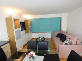 2 bedroom 2 bathroom modern apartment Woolwich
