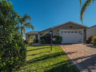 Pet Friendly home away from home! Just minutes to Lake Sumter Landing Square!