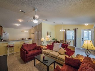 Special April Rates! Dog Friendly! Use of Golf Cart! Village of Liberty Park!