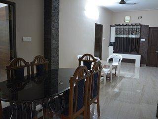 APPLE ORANGE VILLA Room 2, holiday rental in Tiruchirappalli District