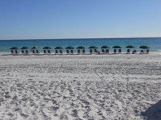 VIEWS, VIEWS OF BEACH-COME TO OUR OASIS FOR TOTAL RELAXATION