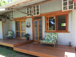 Fig Tree Retro Studio - Eco-friendly, Rustic & Charming Studio on Acreage