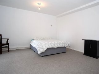 XXL Double Room in Fulham