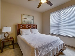 Stay Smart Live Oak St Uptown/Downtown 2BR (017)