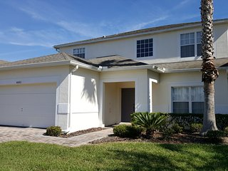 Spacious 5BR, 3.5BA Villa w/ 2 Living Areas (4601)