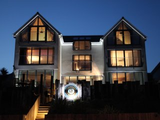 Pebble House  - Boutique luxury, jaw dropping sea views, 6 bedrooms all en suite