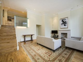 Charming two bedroom raised ground floor flat located on a popular street just