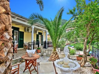 Villa Angeliki: Very close to Kaminaki beach, with amazing terraces and sea