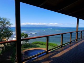 Kahana Nui:Luxurious Balinese Style: Oceanfront AC, Pool, 12 guests!