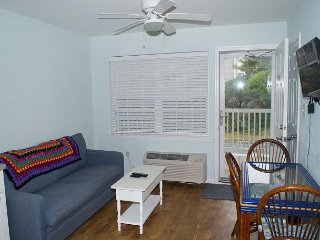 2ND FLOOR OCEANSIDE EFFICIENCY POOL & EASY BEACH ACCESS
