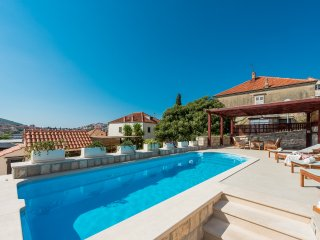 Apartment Miljas in Dubrovnik with pool, garden, for families and big group