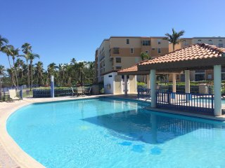 Haciendas del Club garden apartment steps from the pool and beach, WiFi, A/C