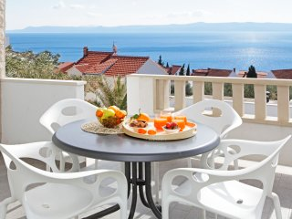 Anna 2-stylishly decorated sea view apartm. with direct access to swimming pool