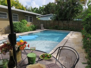 AVENUE TEN,3b2b,Pool,Near Beach, Walk to dining,