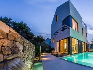 Ultra luxurious and modern villa with sauna and heated seawater pool II