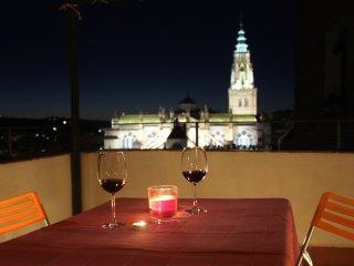 Piso con encanto en el corazón de Toledo (parking privado gratis incluido)