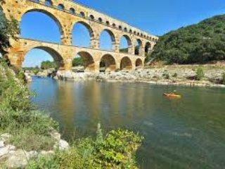 Destination Pont du Gard Villa Farigoule  Piscine 8x4 et jardin mediterraneen