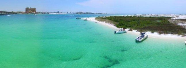 mar verde esmeralda, arena blanca