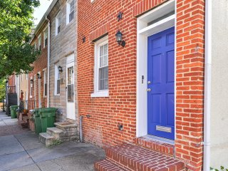 Baltimore Townhome - Walk to Bars & Stadiums!