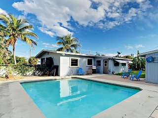 2BR w/ Sun Room, Porch, Yard & Heated Pool - Minutes to Delray & Palm Beaches